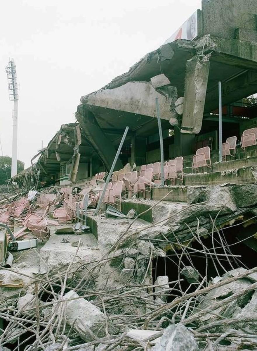 So sieht es aus, wenn ein Fußballstadion abgerissen wird
