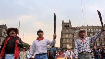 Los machetes de Atenco: la 'turbulencia' desde tierra contra el nuevo aeropuerto en México
