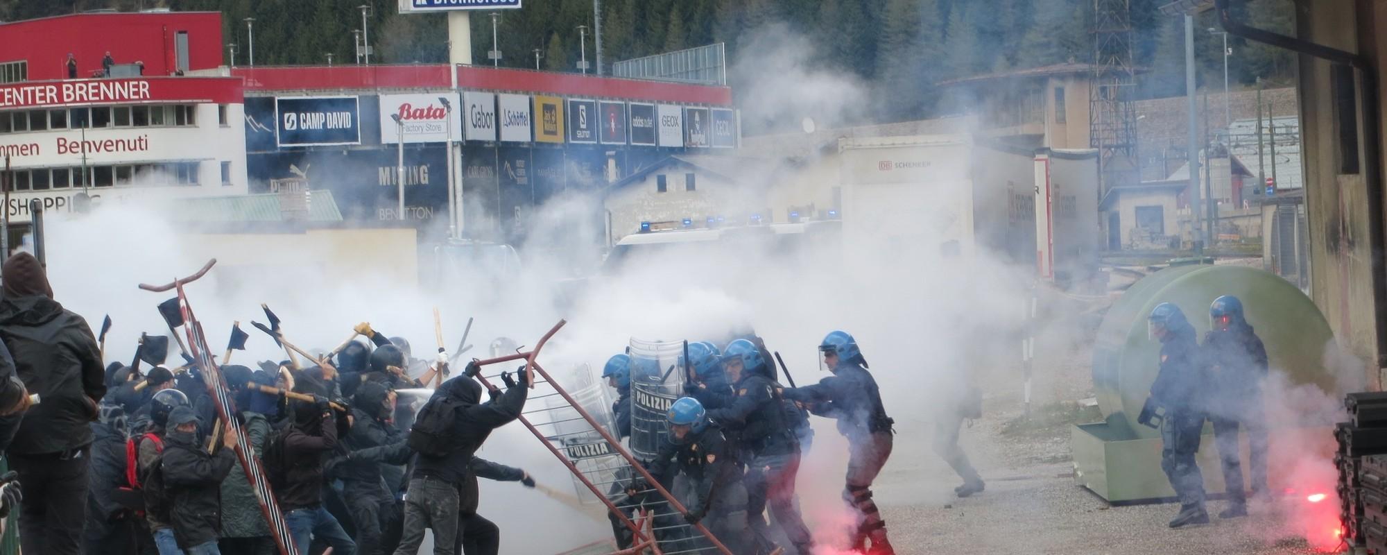 Am Brenner gab es am Samstag massive Kämpfe gegen die Grenzschließung