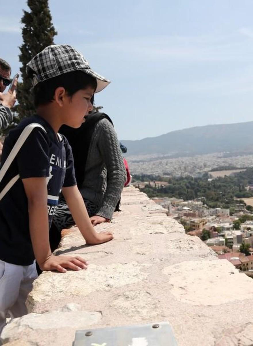 Photos of Refugees Celebrating European Unity at the Acropolis