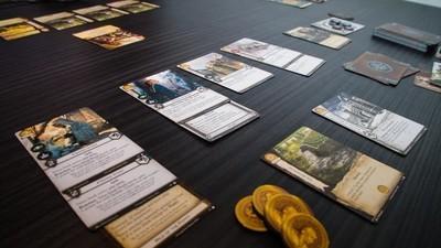 Si te gusta Juego de Tronos, necesitas este juego de cartas