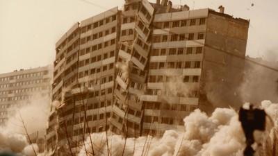 La France explose les tours de ses banlieues – et tout le monde s'en fout