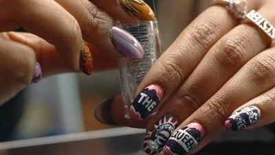 Zeița asta a manichiurii, din Londra, are lumea la degetele ei