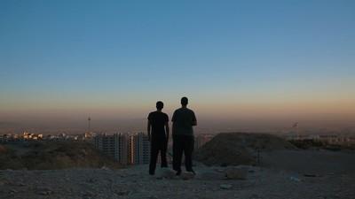 Festplattenschmuggel, BH-Verstecke und Spezialhemden – Wie die Doku 'Raving Iran' enstand