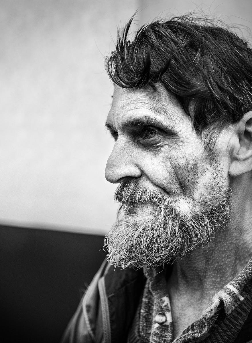 Kunst gegen Armut: Wie ein junger Fotograf Obdachlosen helfen will