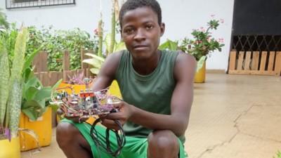 Este laboratorio africano convierte los residuos electrónicos en impresoras 3D y en robots