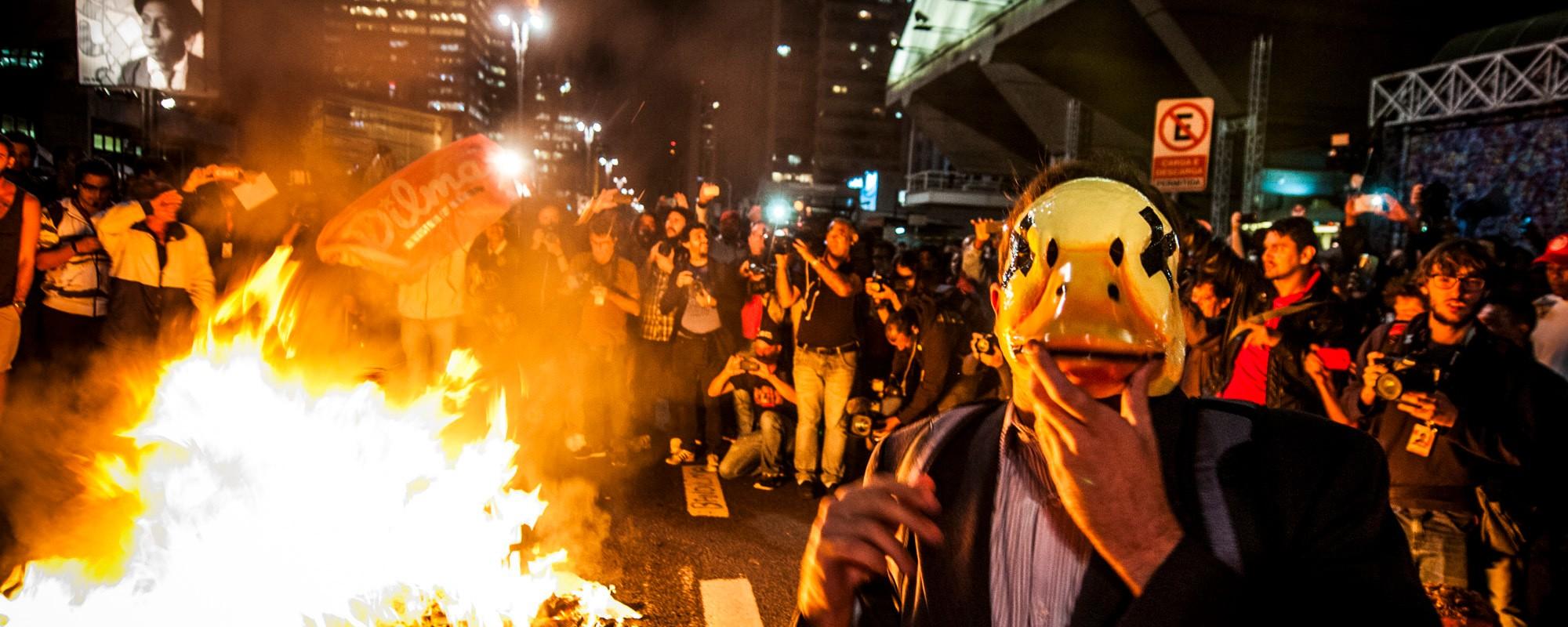 Ato contra o presidente interino Temer fecha a avenida Paulista