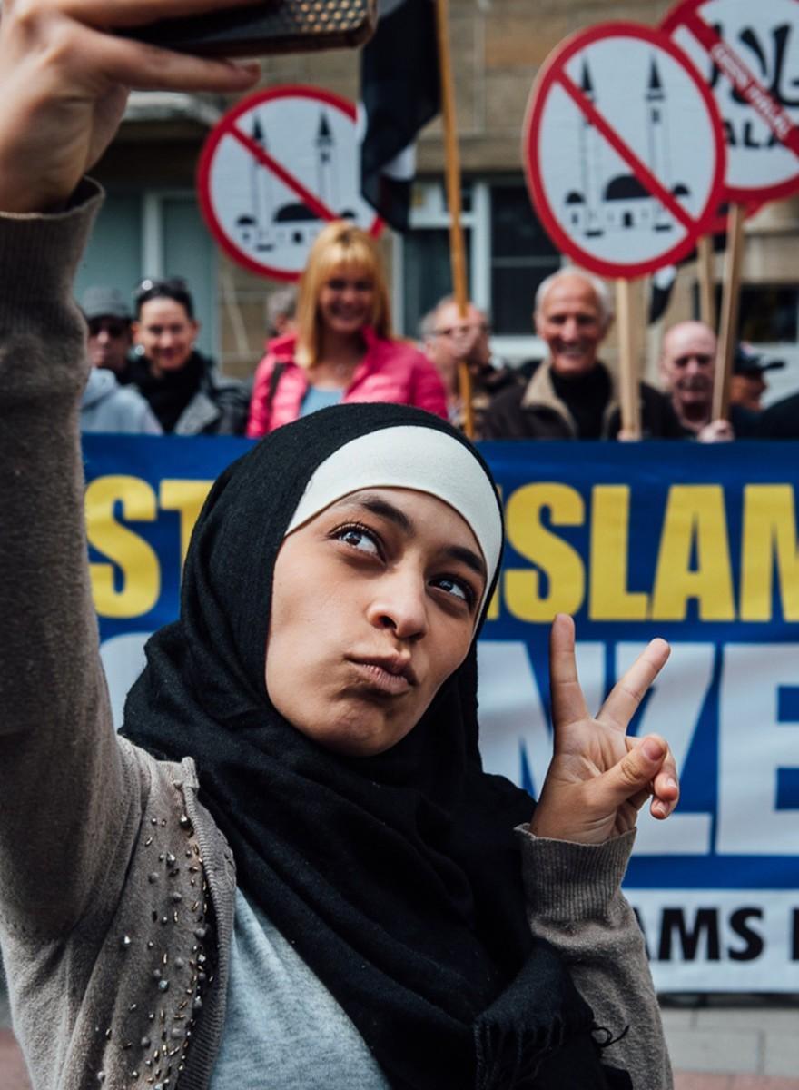 Selfies maken met het Vlaams Belang bij de moslimexpo in Antwerpen