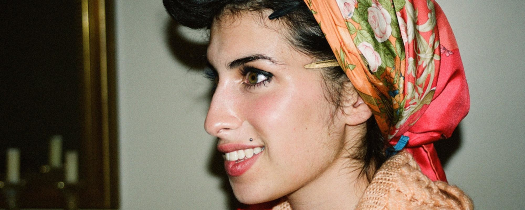 Σε Αυτές τις Αδημοσίευτες Φωτογραφίες η Amy Winehouse Είναι Πραγματικά Χαρούμενη