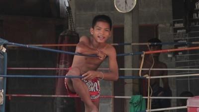 Dor. Pewlawpakdee: De sportschool tussen de rijstvelden