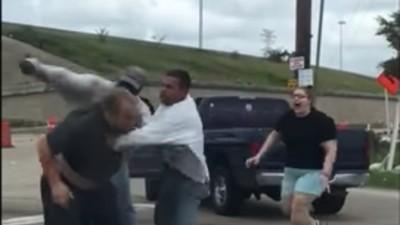Este vídeo de una pelea de tráfico te hará perder la poca fe en la humanidad que te queda