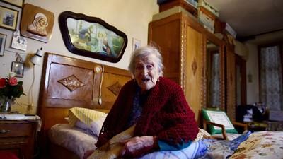 Cea mai bătrână femeie din lume spune că secretul unei vieți lungi sunt ouăle crude și să fii singur