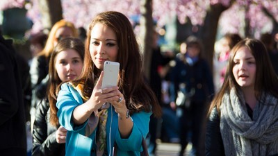 Taking Selfies Makes You Think You're Hotter Than You Really Are, Says Science