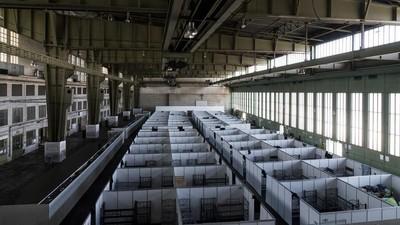 Cum arată camerele refugiaților care trăiesc ca sardinele în Germania