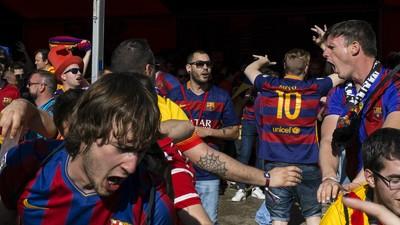 """""""Puta Real Madrid"""", Coldplay y esteladas: estuvimos en la fan-zone del Barça"""