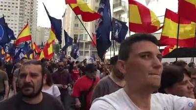 Desgraciadamente el vídeo de los fascistas que se lían en una manifestación es un montaje