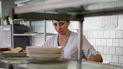Mâncarea din spitalele românești e la fel de nasoală pentru doctori, ca și pentru tine