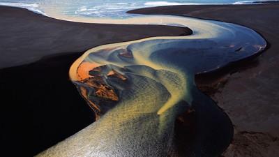 Il concorso fotografico del National Geographic ha preso una piega surreale