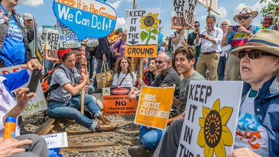 Inside the Movement to Stop the Oil Industry's 'Bomb Trains'