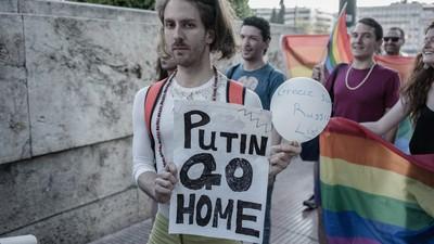 Ακτιβιστές της LGBT Κοινότητας Διαδήλωσαν Κατά του Πούτιν στο Σύνταγμα