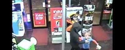 Ein siebenjähriger Held hat sich in einer GameStop-Filiale mit bewaffneten Räubern angelegt