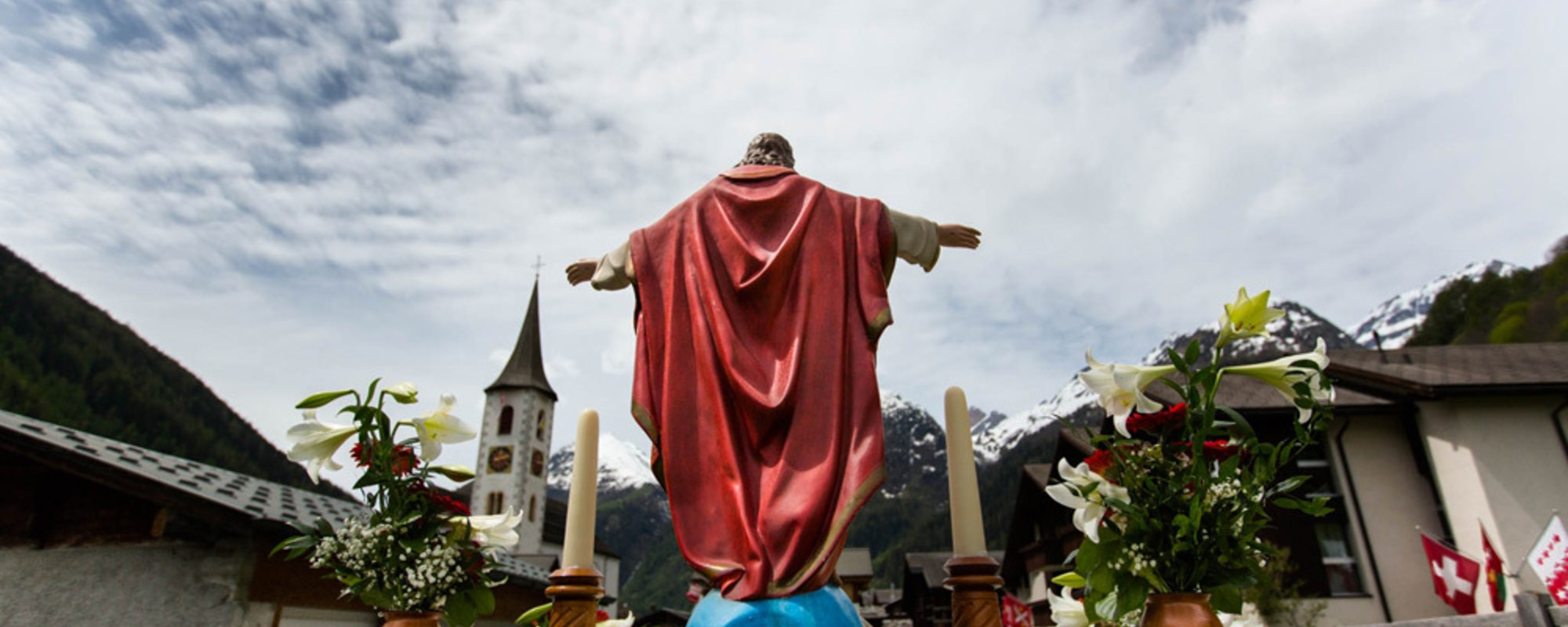 """Fotos vom Marsch der Walliser """"Gotteskrieger"""""""