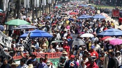 Maestros mexicanos aumentan protestas antigubernamentales