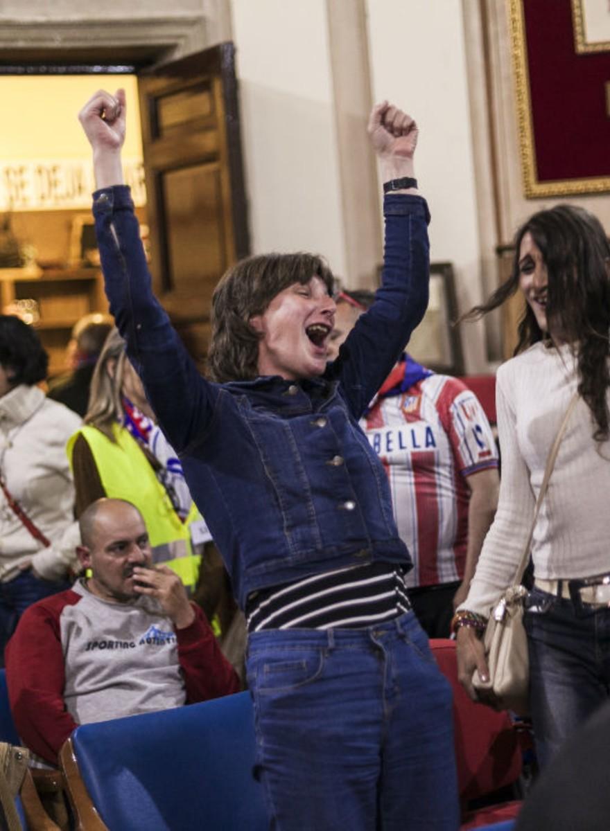 Vimos la final de la Champions con los sin techo de Madrid