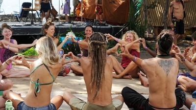 O extásico mundo nu dos neo-hippies norte-americanos