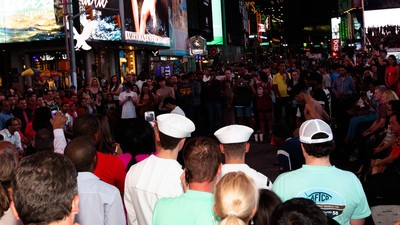 Photos of Sailors Taking Over the City During NYC's Fleet Week