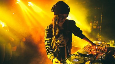 Meet Callie Reiff, the 16-Year-Old DJ Whose Fans Include A-Trak and Anna Lunoe