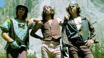 Cuando a un grupo de hippies alpinistas les cayó del cielo un avión lleno de marihuana