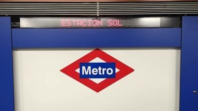 A los madrileños se la pela que el metro ya no se llame Vodafone Sol