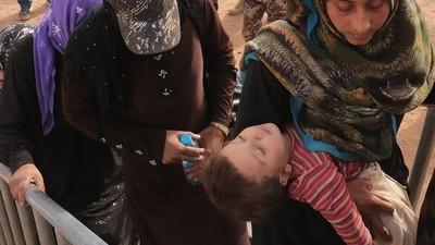 """""""Ik dacht dat ik dood zou gaan"""": zestigduizend Syrische vluchtelingen zitten vast in de woestijn"""