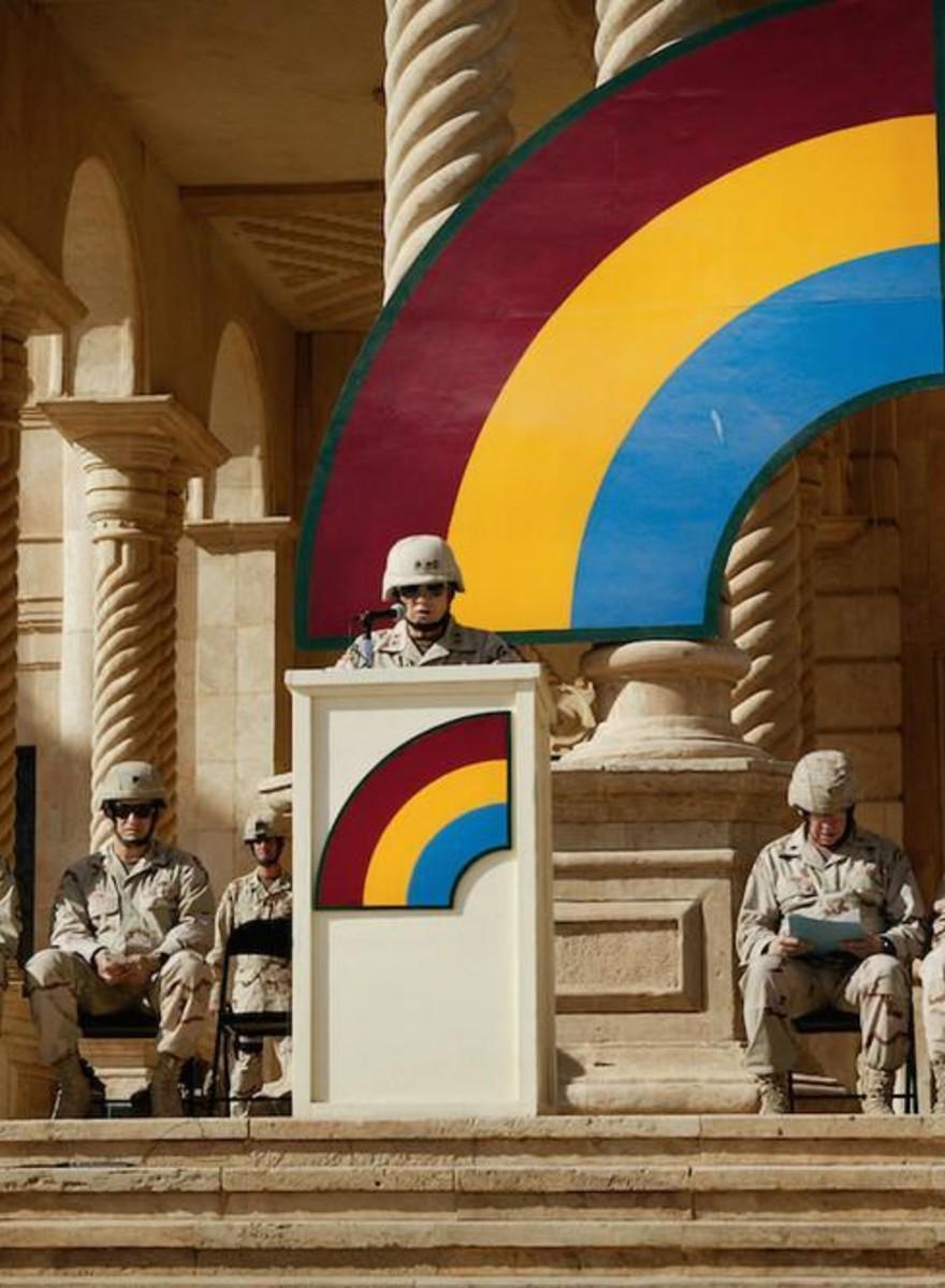 Foto's die de absurditeit van hedendaagse oorlogen laten zien