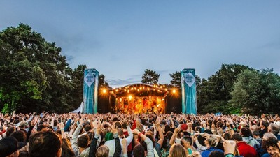 Win kaarten voor Welcome to the Village