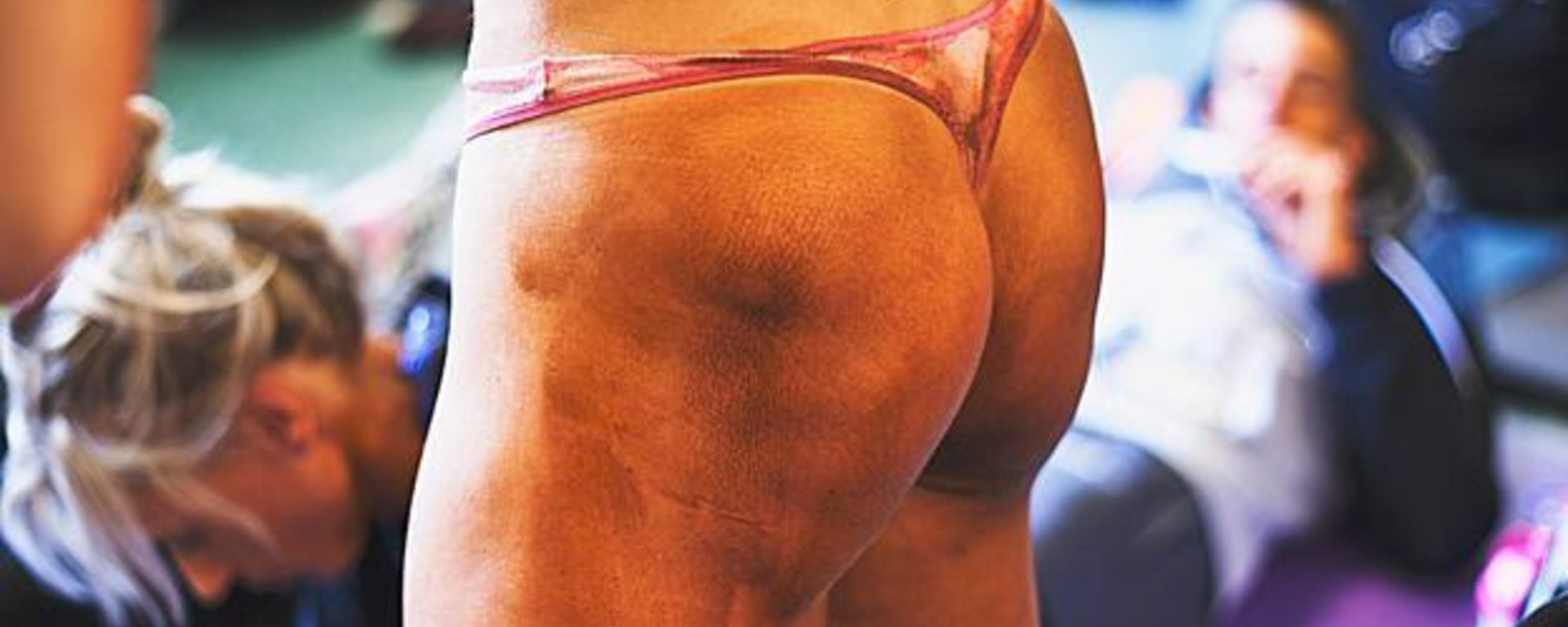 Op pad met een vrouwelijke bodybuilder