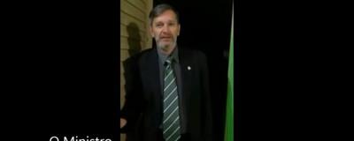 O filho de um ex-deputado fez um pornô gay caseiro se passando por ministro do governo Temer