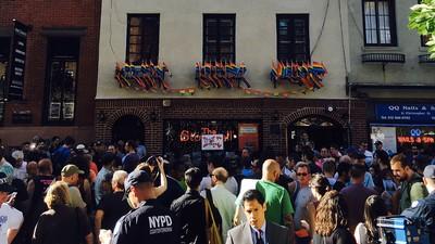 De LHBT-gemeenschap in Amerika en de rest van de wereld rouwt om Orlando