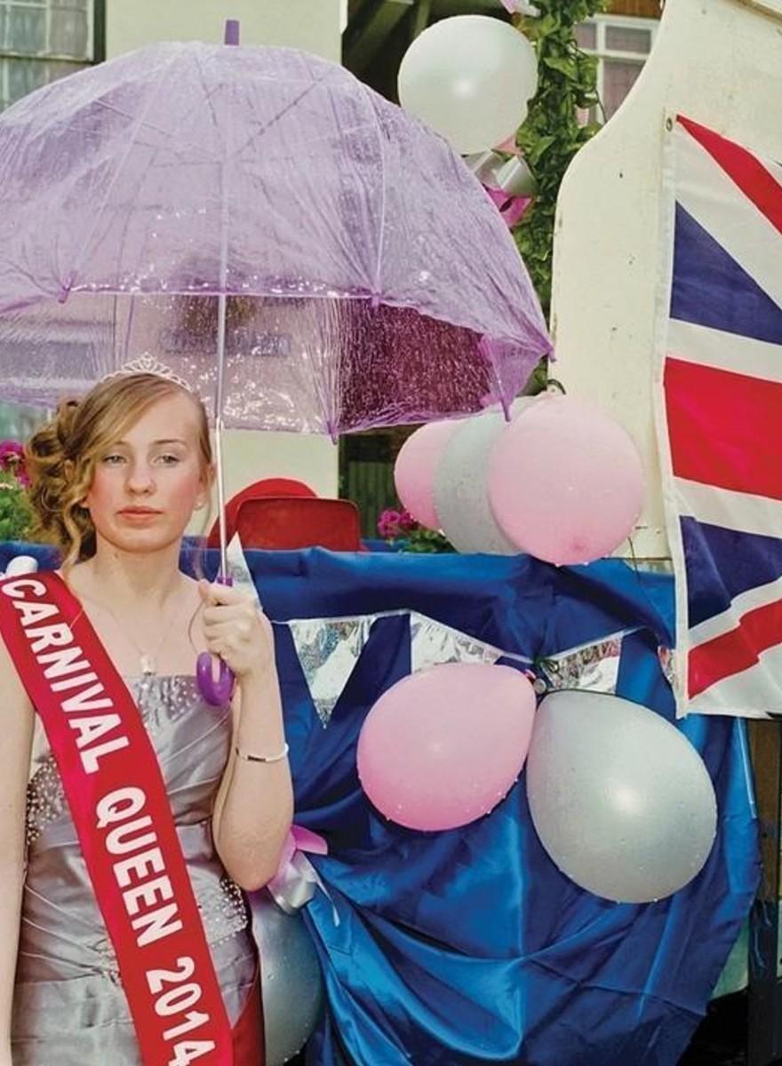 Fotografii cu regii și reginele carnavalurilor din Anglia