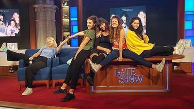 Hablamos con las Hinds después de tocar para millones de espectadores en el Late Show de Stephen Colbert