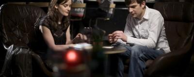 Τα Εστιατόρια Διαμορφώνουν τον Χώρο τους για να Βολέψουν τα Ραντεβού από το Tinder