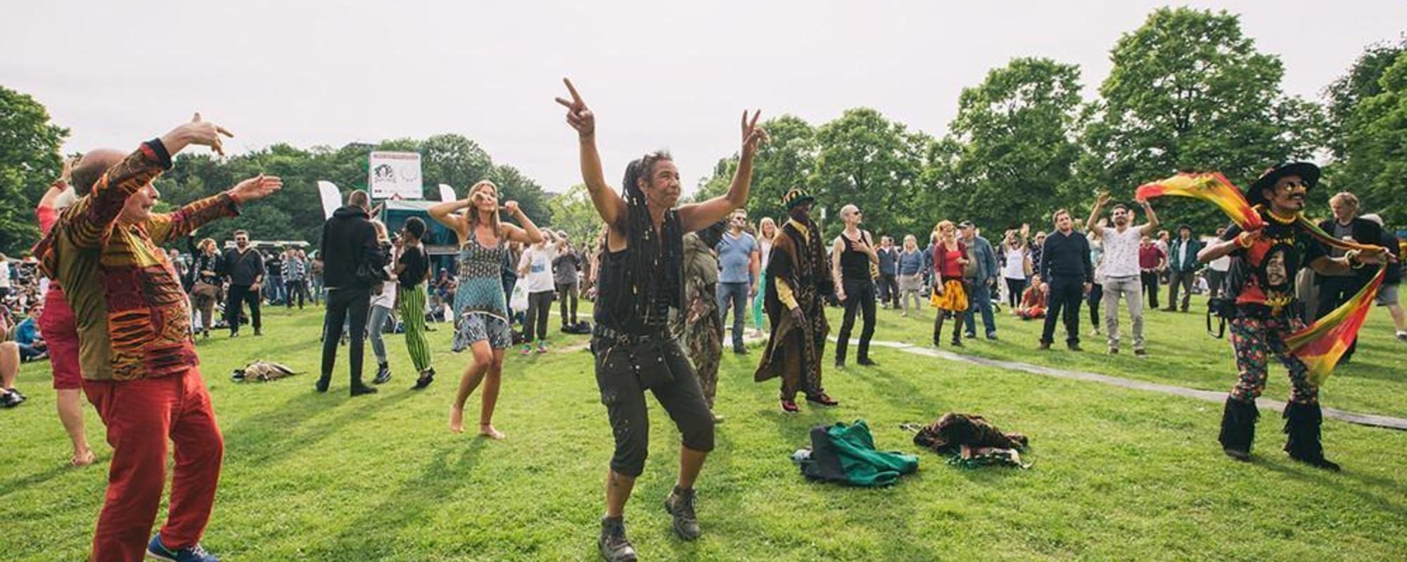 Fotografii cu prăjiții de la festivalul de canabis din Amsterdam