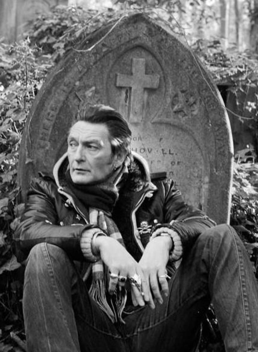 Fotografii cu oamenii care lucrează în cimitirele Londrei