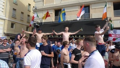 Passamos 72 horas com hooligans ingleses e russos em Marselha