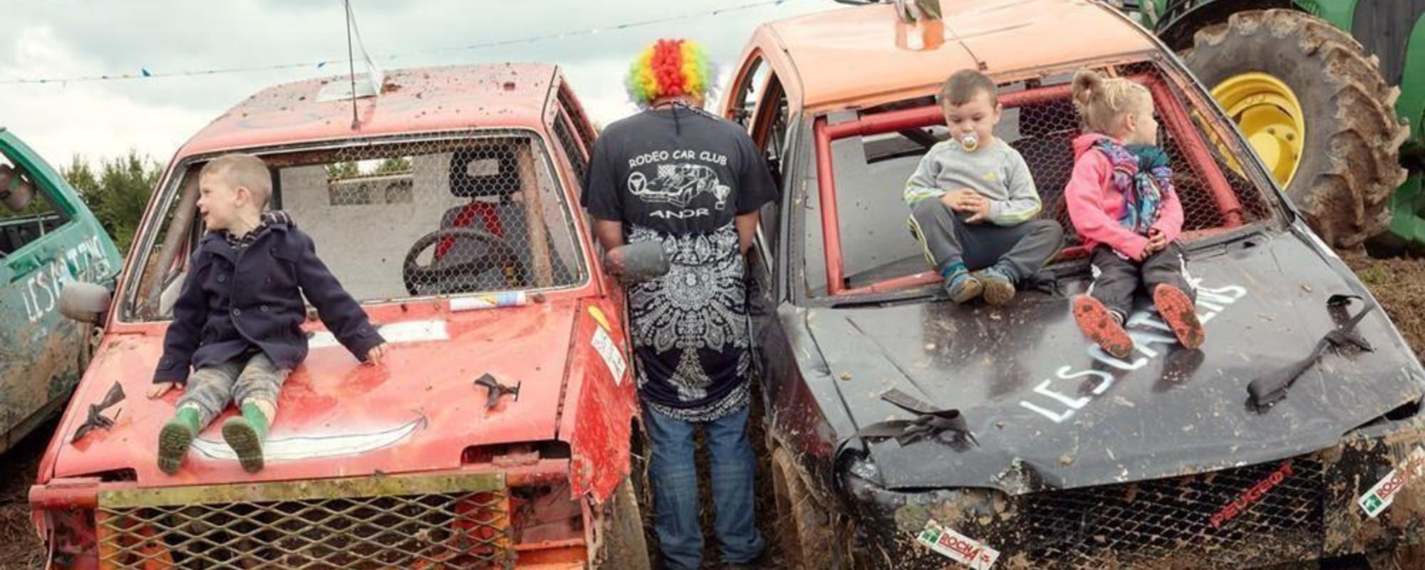 In Frankreich sind matschige Stockcar-Rennen Familiensache