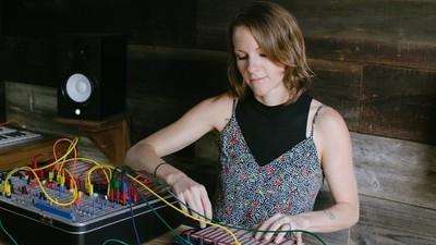 Kaitlyn Aurelia Smith ricrea il suono della natura