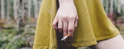 Девочки-подростки курят во время беременности, чтобы у них рождались дети поменьше
