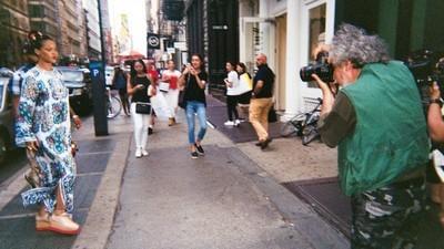 Une journée à poursuivre Rihanna avec un paparazzi
