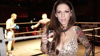 """Die """"Schwarze Witwe"""" ist die Königin des britischen Boxsports"""